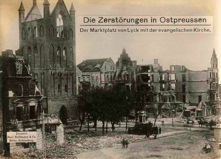 Destructions in East Prussia: the marketplace of Lyck with the Protestant church.