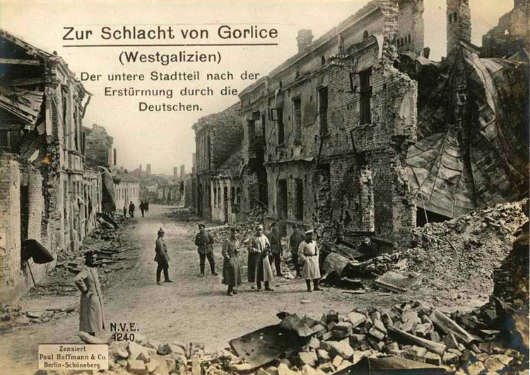 Battle of Gorlice (Western Galicia): city downtown after being stormed by the Germans.
