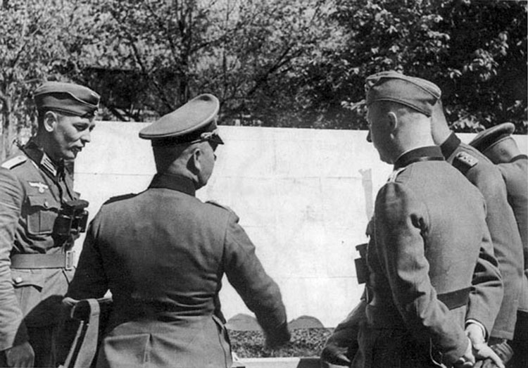 Oberst Gurran, commanding officer of the 506 Infantry regiment discussing future military actions before June 22, 1941.